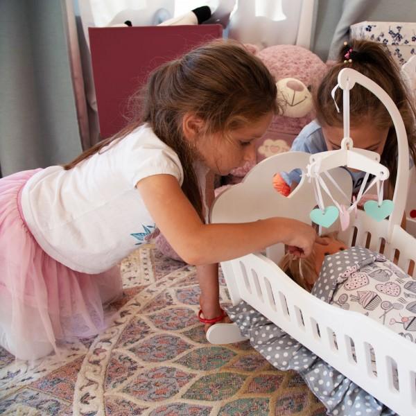 Кроватка Lilu для куклы до 50 см (Baby Born, Annabell) белая с мобилем